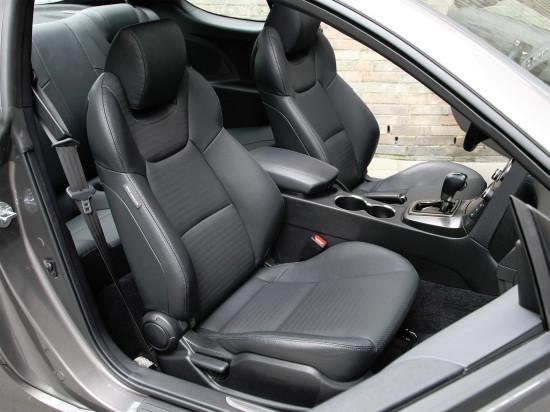 интерьер салона Hyundai Genesis Coupe