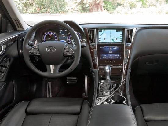 интерьер салона Infiniti Q50 Hybrid