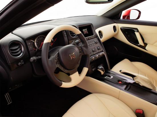 интерьер Nissan GT-R R35