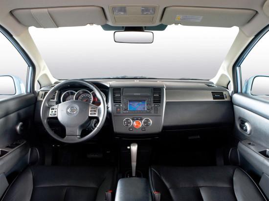 интерьер салона Nissan Tiida Hatchback C11
