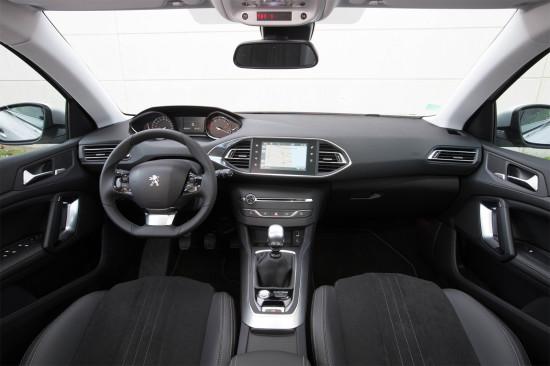 интерьер салона Peugeot 308 SW (T9)