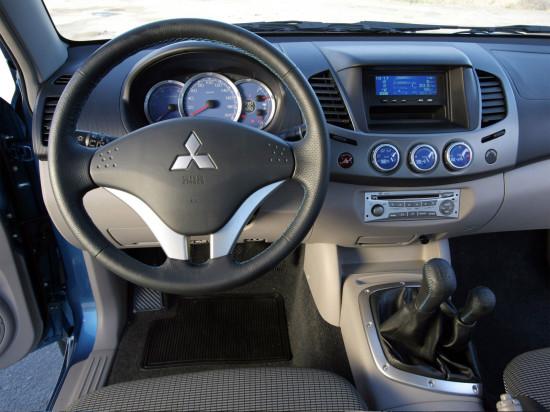 интерьер салона Mitsubishi L200 2005-2015