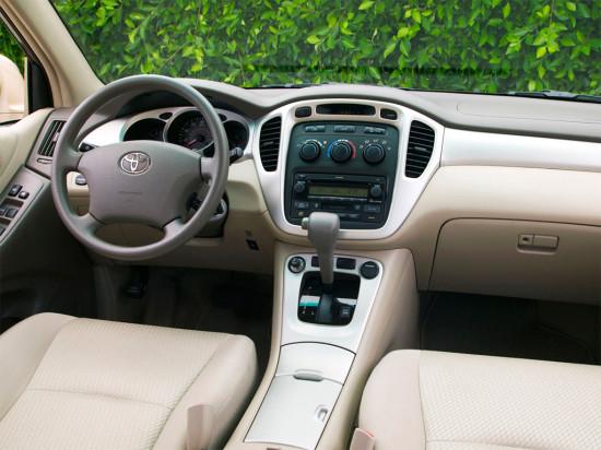 в салоне Toyota Highlander XU20