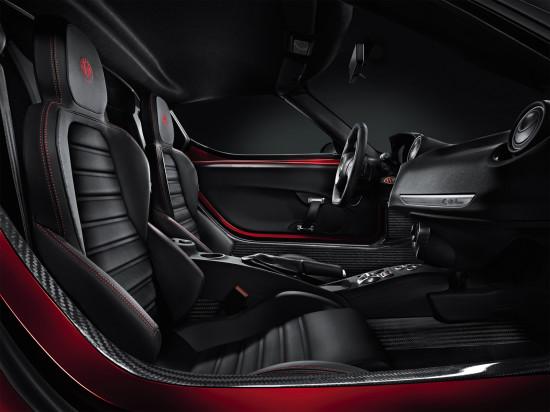 интерьер салона Alfa Romeo 4C