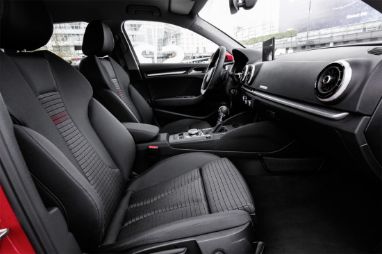 интерьер салона Audi A3 Sportback 8V (передние кресла)