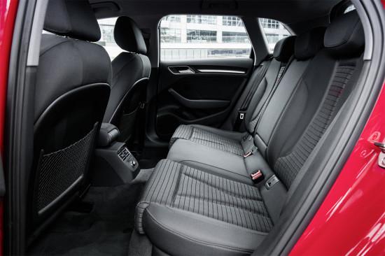 интерьер салона Ауди А3 Спортбек 8V (задний диван)