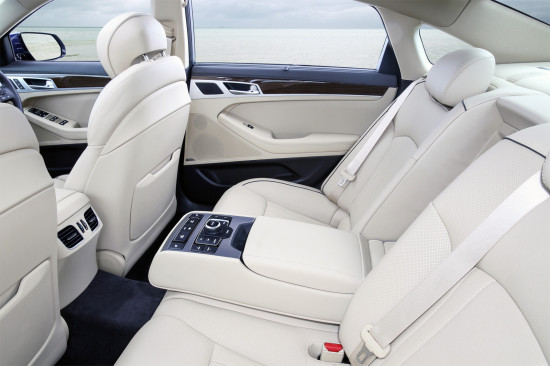 интерьер салона Hyundai Genesis (DH)