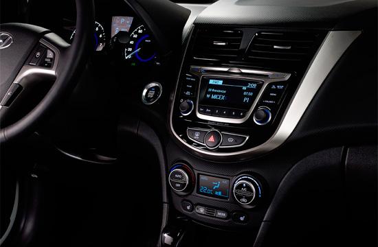 в салоне Hyundai Solaris hatchback 2015