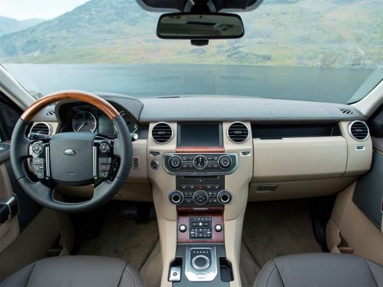 в салоне Land Rover Discovery 4