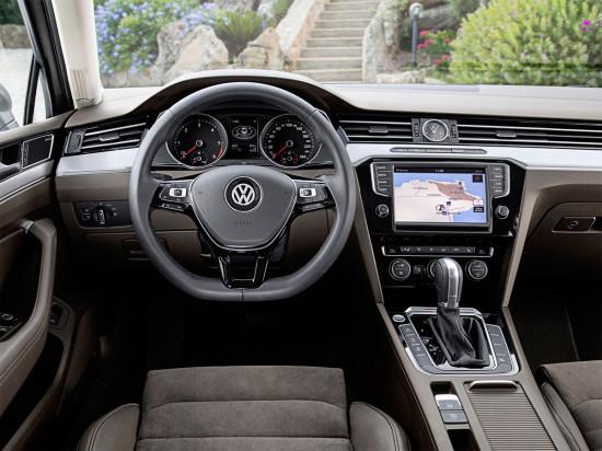 интерьер седана VW Passat B8