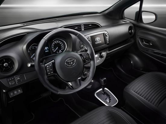 интерьер салона Toyota Yaris 3