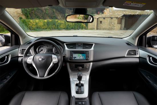 интерьер салона Nissan Sentra (B17)