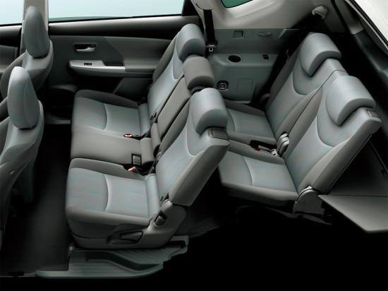 7-ти местный Toyota Prius-V