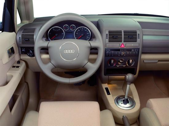 интерьер салона Audi A2 (1999-2005)