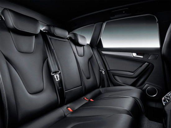 в салоне Audi S4 Avant (B8)