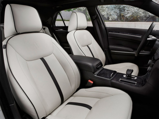 интерьер салона Chrysler 300 II