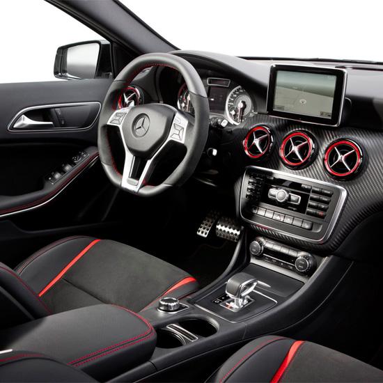 интерьер салона Mercedes-Benz A 45 AMG (W176)
