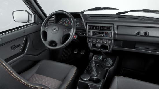 приборная панель и центральная консоль Lada 4x4 Urban