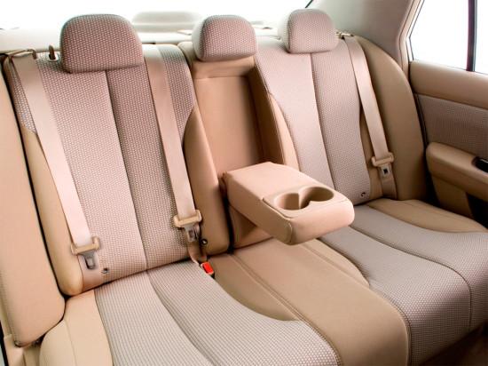 в салоне седана Nissan Tiida C11