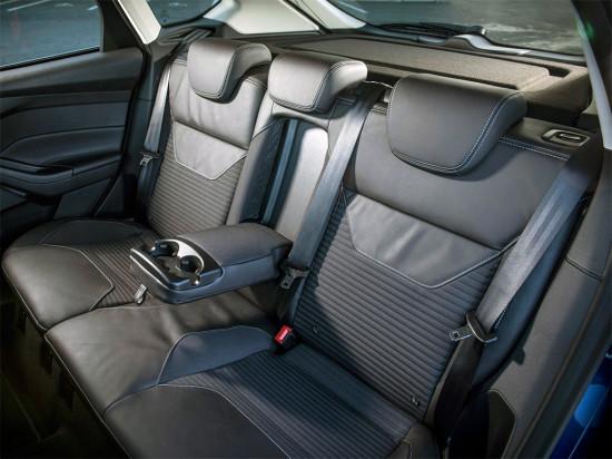 в салоне хэтчбека Ford Focus 3 2015