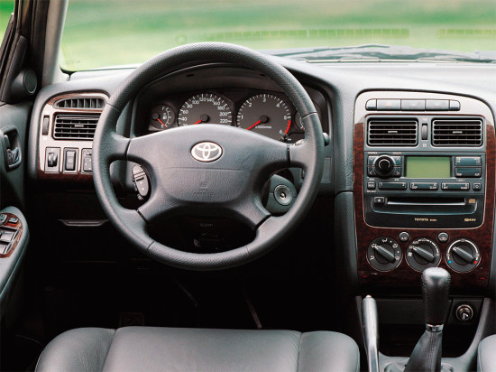 интерьер салона Toyota Avensis 1 (T220)