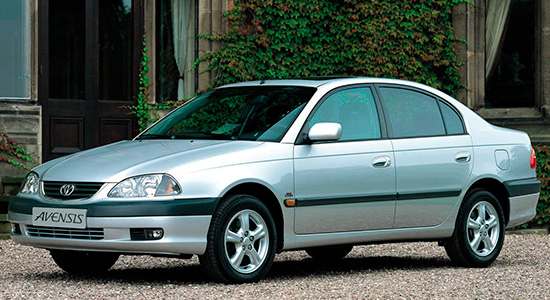 седан Toyota Avensis 1 (T220)