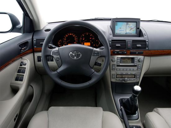 интерьер салона Toyota Avensis 2 (T250)