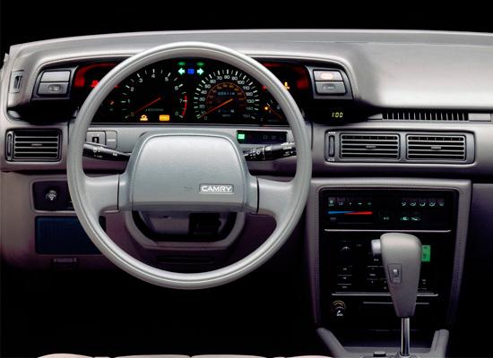 интерьер салона Toyota Camry V20