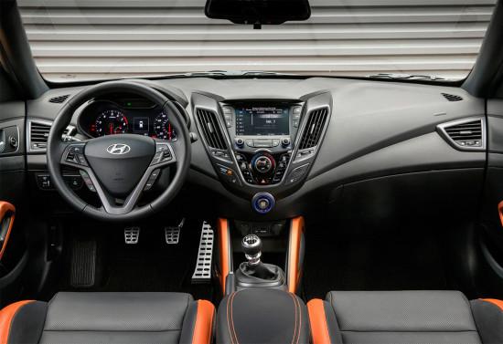интерьер салона Hyundai Veloster Turbo