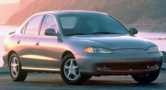 седан Hyundai Elantra (1995-2000)