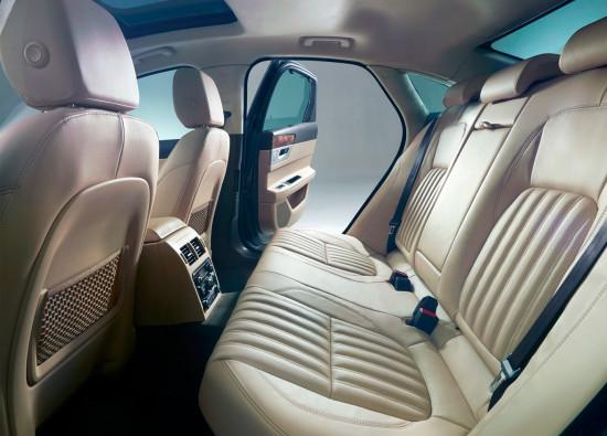 в салоне Jaguar XF (X260)