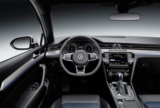 интерьер гибридного VW Passat GTE