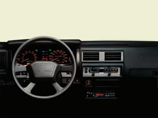 интерьер салона Nissan Terrano I (1985-1995)