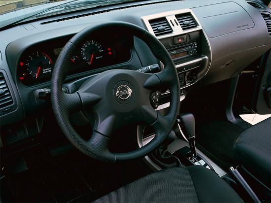 интерьер салона Nissan Terrano II