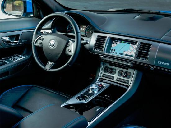 интерьер седана Jaguar XFR-S