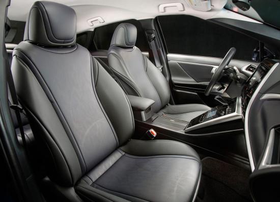 в салоне Toyota Mirai