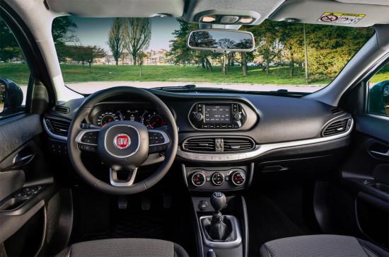 интерьер седана Fiat Tipo (приборная панель и центральная консоль)