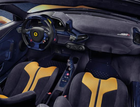 интерьер родстера 458 Спесиале А