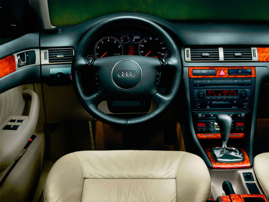 интерьер салона Audi A6 Avant (C5) 1997–2004