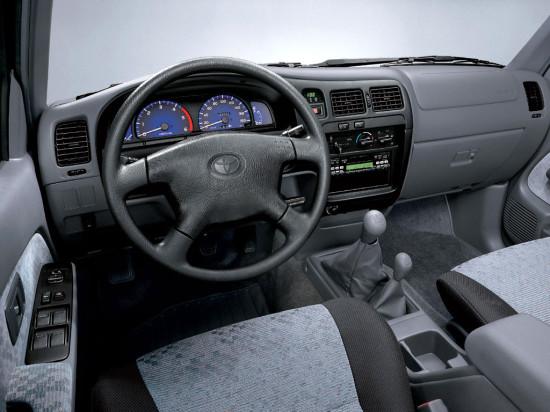 интерьер салона Toyota Hilux 6 (1997–2005)