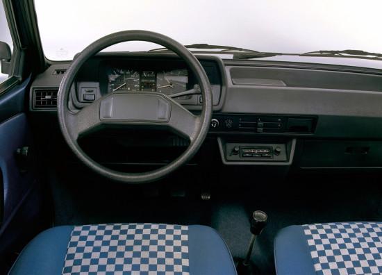 интерьер салона Volkswagen Polo 2 (1981-1994)