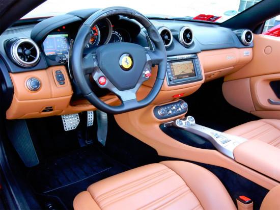 интерьер салона Ferrari California (2008-2014)