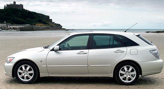 пятидверный Lexus IS XE10