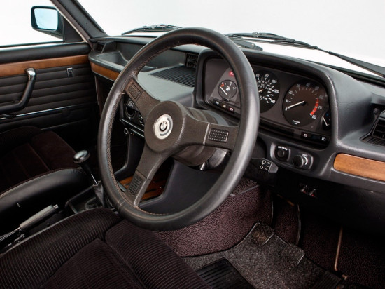 интерьер салона BMW E12 M535i