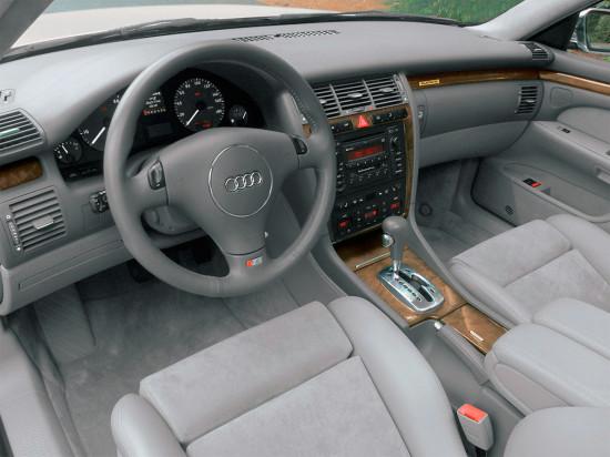 интерьер салона Audi S8 1-го поколения