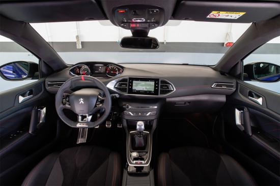 интерьер салона Peugeot 308 GTi