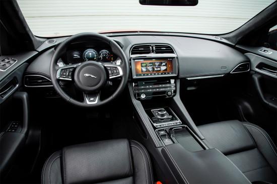 интерьер салона Jaguar F-Pace