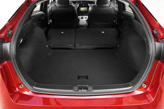 багажное отделение Toyota Prius 4