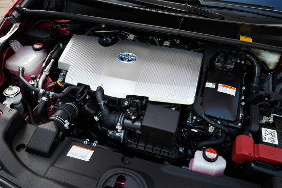 под капотом Toyota Prius 4