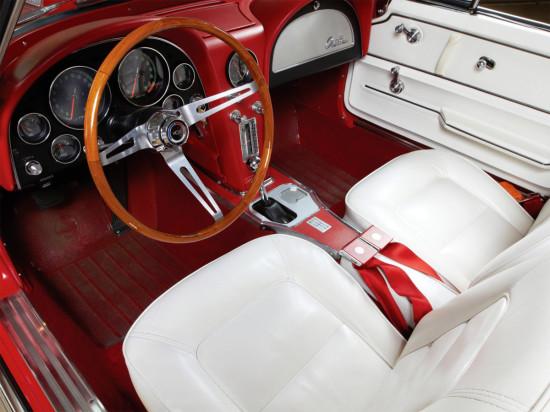интерьер салона второго поколения Corvette